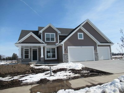 Oconomowoc Single Family Home For Sale: 1441 Rosewood Pass
