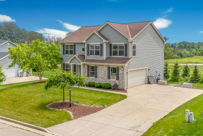 Milwaukee Single Family Home Active Contingent With Offer: 9321 W Mount Zion Dr