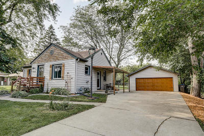 New Berlin Single Family Home Active Contingent With Offer: 14100 W Crest View Dr