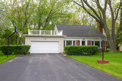 Bayside Single Family Home Active Contingent With Offer: 330 W Manor Cir