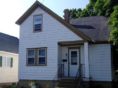 Menominee Single Family Home For Sale: 1119 17th Ave