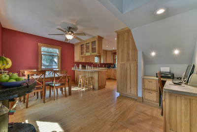 West Allis Single Family Home Active Contingent With Offer: 10044 W Bungalow Pkwy