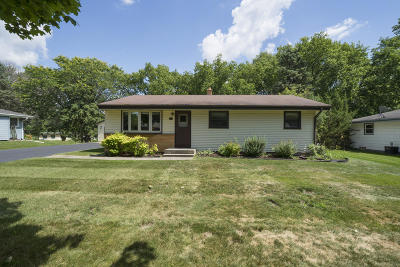 Pewaukee Single Family Home Active Contingent With Offer: 408 Sunset Dr