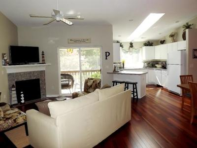 Williams Bay Condo/Townhouse For Sale: 91 Potawatomi Rd #G4