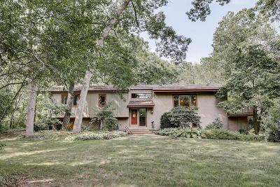 Waukesha Single Family Home Active Contingent With Offer: N10w27312 Rolling Ridge Dr
