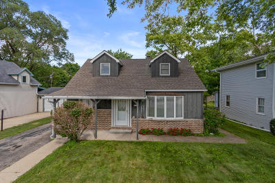 Lake Geneva Single Family Home Active Contingent With Offer: 3149 West Dr
