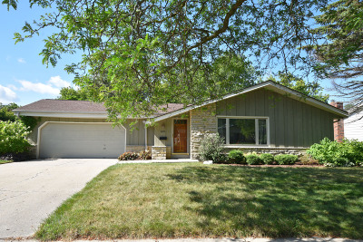Greendale Single Family Home Active Contingent With Offer: 6271 Thorncrest Dr