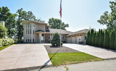 Muskego Single Family Home For Sale: W190s7292 Lochcrest Blvd