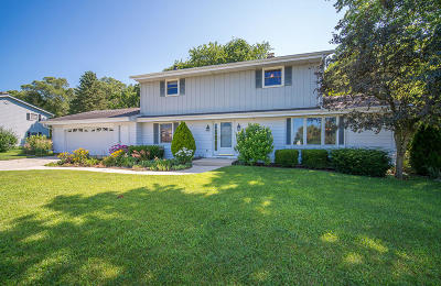 West Bend Single Family Home For Sale: 6822 Eastwood Trl