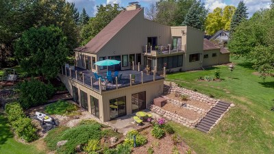 Oconomowoc Single Family Home Active Contingent With Offer: N61w35366 Mariner Ct
