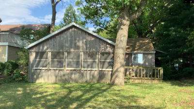 Racine County Single Family Home Active Contingent With Offer: 6240 Briarwood Cir