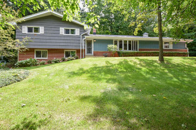 Brookfield Single Family Home For Sale: 520 W Ravenswood Hills Cir