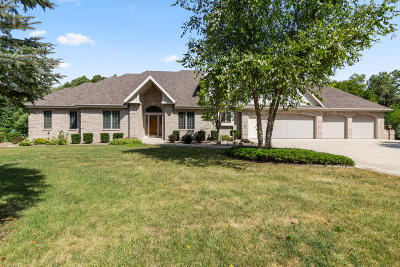 Muskego Single Family Home For Sale: S72w13838 Woods Rd