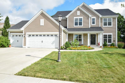 Oconomowoc Single Family Home Active Contingent With Offer: 1256 Goldfinch Way