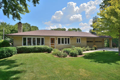 Menomonee Falls Single Family Home Active Contingent With Offer: W154n8168 Valley View Dr