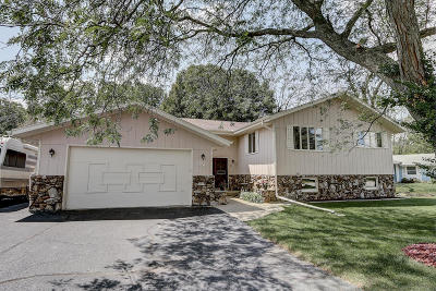 Greenfield Single Family Home Active Contingent With Offer: 3943 S 106th St