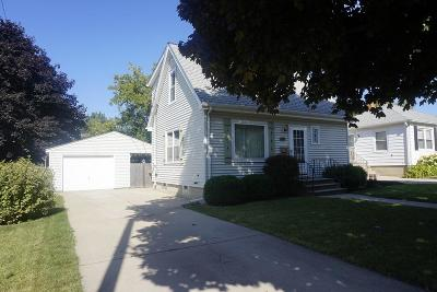Kenosha Single Family Home Active Contingent With Offer: 6026 49th Ave