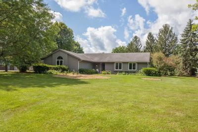 Delafield Single Family Home For Sale: 678 Scenic Heights Dr