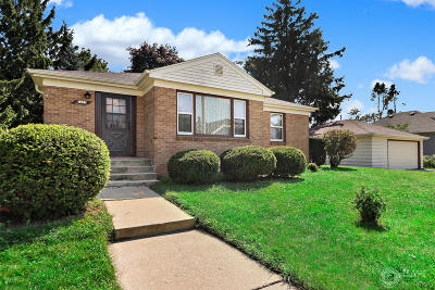 Racine County Single Family Home Active Contingent With Offer: 1605 Athaleen Ave