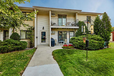 New Berlin Condo/Townhouse Active Contingent With Offer: 1635 S Coachlight Dr #A