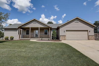 West Bend Single Family Home Active Contingent With Offer: 1122 Spruce St
