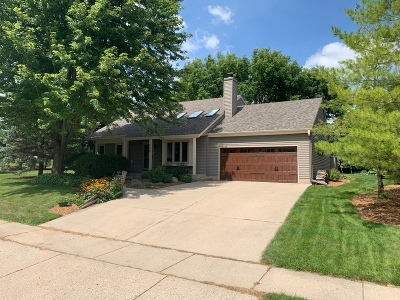 Pewaukee Single Family Home Active Contingent With Offer: 420 Leanore Ct