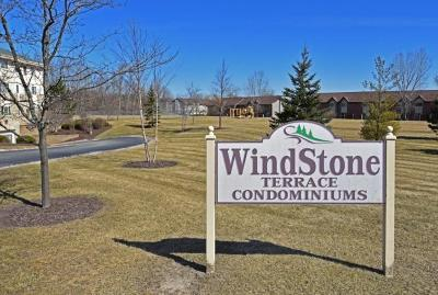 Hartland Condo/Townhouse Active Contingent With Offer: 520 Windstone Dr #105