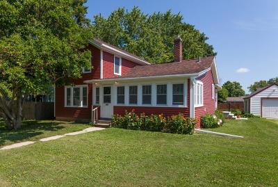 Oconomowoc Single Family Home Active Contingent With Offer: 552 Summit Ave