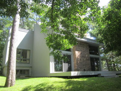Menominee Single Family Home For Sale: W7740 Fernwood Dr.
