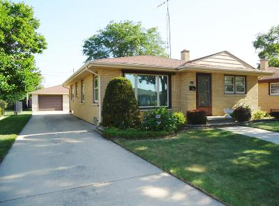 Kenosha Single Family Home Active Contingent With Offer: 1806 22nd St