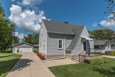 Greenfield Single Family Home Active Contingent With Offer: 5661 S 42nd St