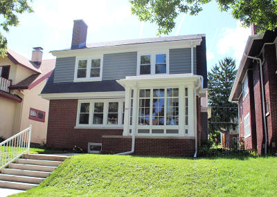 Milwaukee County Single Family Home For Sale: 3827 N Farwell Ave