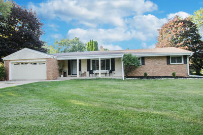 Brookfield Single Family Home Active Contingent With Offer: 12700 Wembley Rd