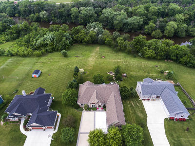 Racine County Single Family Home For Sale: 1424 Isabel Ln