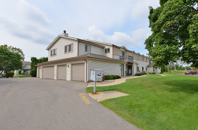 Racine County Condo/Townhouse Active Contingent With Offer: 7225 Mariner Dr #2