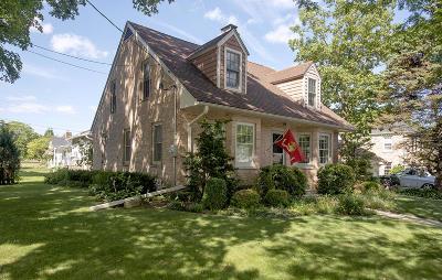 Kenosha Single Family Home For Sale: 620 73rd St