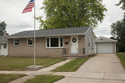 West Bend Single Family Home Active Contingent With Offer: 709 Pennsylvania Ave