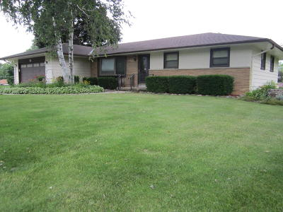 Menomonee Falls Single Family Home For Sale: W155n8034 Elm Ln