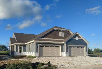 Oconomowoc Condo/Townhouse For Sale: N55w35096 Coastal Ave #30-01