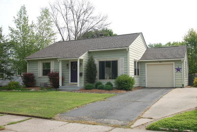 Ozaukee County Single Family Home Active Contingent With Offer: W63n386 Hillcrest Ave