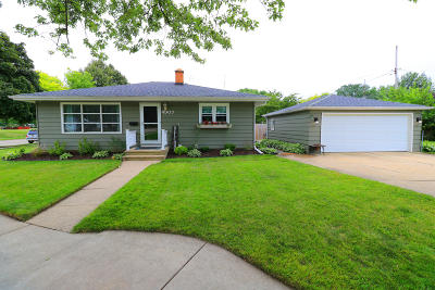 Kenosha Single Family Home Active Contingent With Offer: 4907 61st St