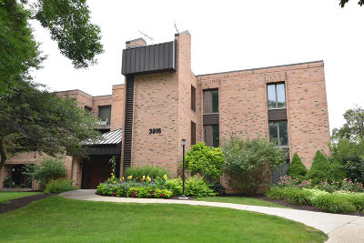 Shorewood Condo/Townhouse For Sale: 3916 N Oakland Ave #322