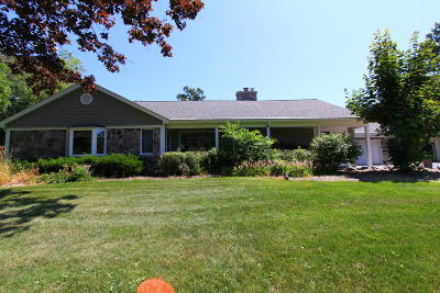 Ozaukee County Single Family Home For Sale: 11450 N Riverland Rd