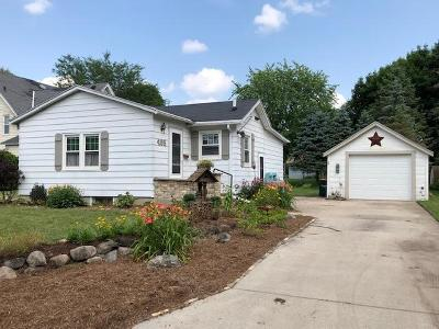 Fort Atkinson Single Family Home Active Contingent With Offer: 405 Walton Ct