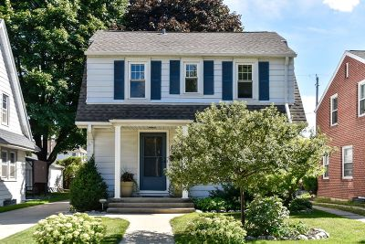 Single Family Home Active Contingent With Offer: 8203 Gridley Ave