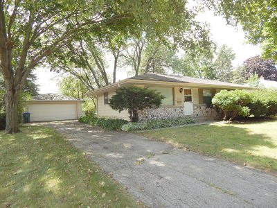 Greendale Single Family Home For Sale: 7203 Dorchester Ln