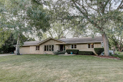 Milwaukee County Single Family Home For Sale: 2328 W Apple Tree Rd