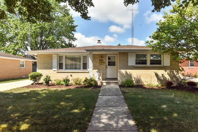 Kenosha Single Family Home Active Contingent With Offer: 2216 25th Ave
