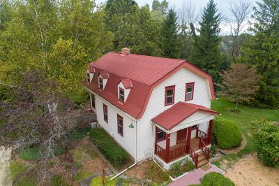 Ozaukee County Single Family Home For Sale: 604 W Zedler Ln