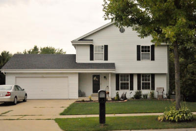 Oak Creek Single Family Home For Sale: 970 E Mackinac Ave
